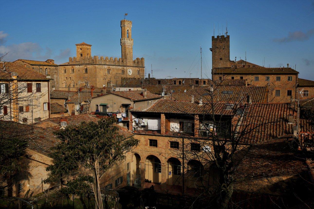 Trekking urbano - Volterra e dintorni - vista sul borgo