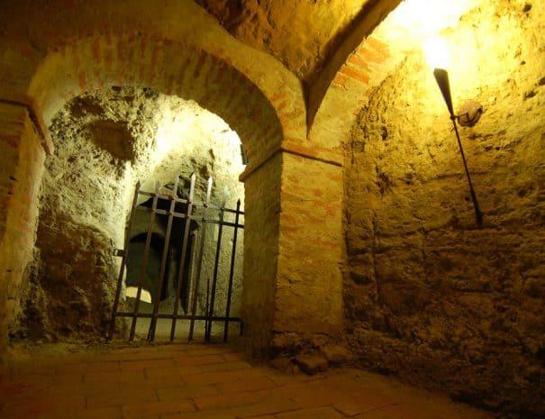 castello-lari-prigioni