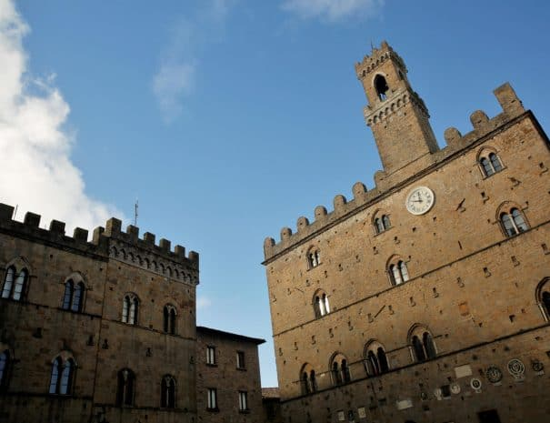 Volterra - Tour del borgo - Piazza dei Priori