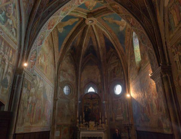 ekiros-volterra-chiesa-san-francesco-cappella-della-croce-di-giorno