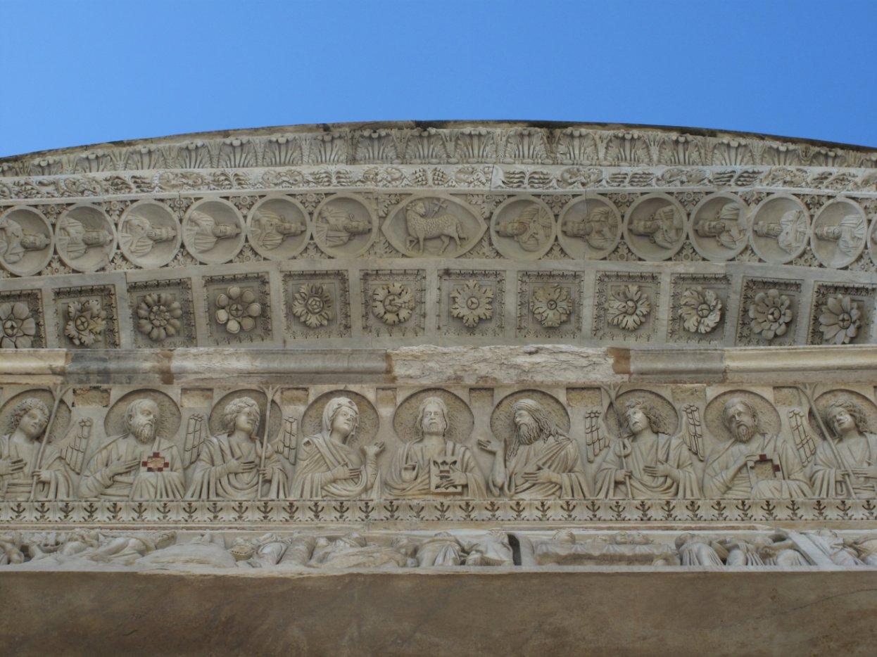 Torre di Pisa per bambini - Battistero - simboli porta est