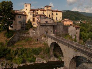 Castelnuovo Garfagnana - vista sul borgo dal Ponte di Santa Lucia