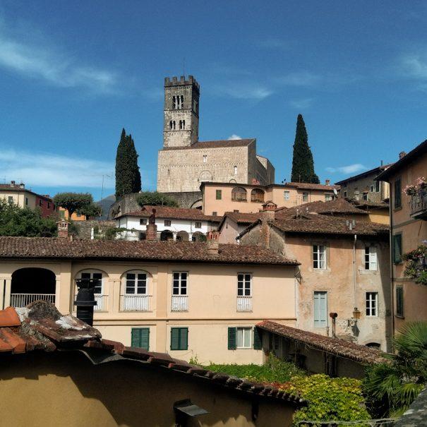 Barga - Vista sul borgo e sul Duomo